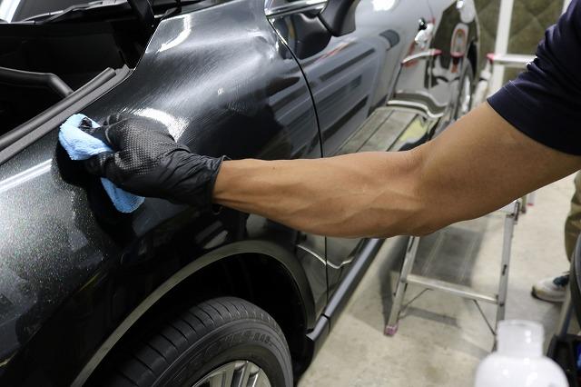 トヨタハリアーにカーコーティングを施工 塗り込み画像
