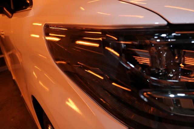 トヨタ・アルファードに疎水性カーコーティングを施工 ヘッドライト焼付画像