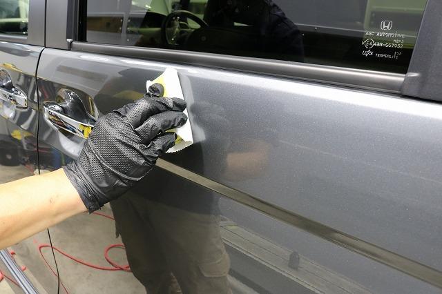 ホンダN-BOXにセラミックプロ9H施工 トップコート塗布画像