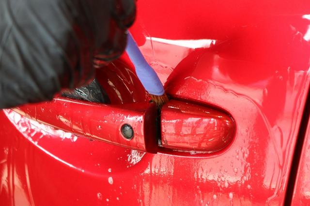 マツダ・アテンザにガラスコーティング施工 細部洗浄画像