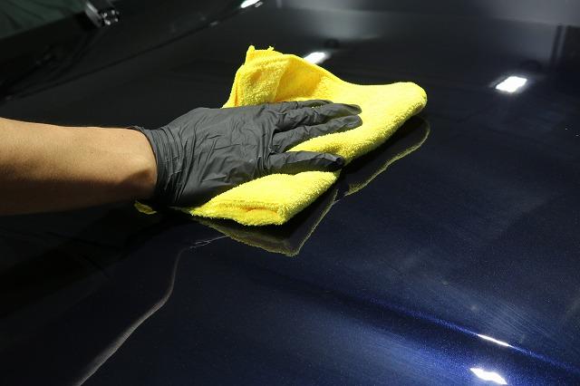 BMW440iへカーコーティング施工 拭き取り画像