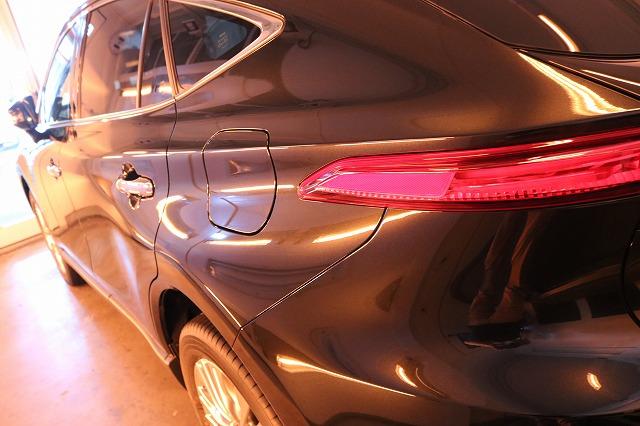 トヨタハリアーにカーコーティング施工 遠赤外線ブース画像
