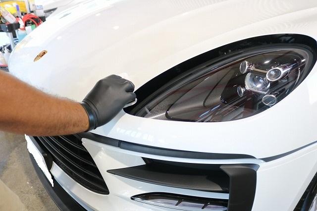 新車ポルシェマカンにセラミックコーティング施工 コーティング塗布画像
