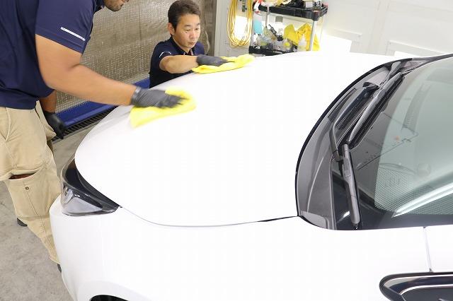 トヨタカローラスポーツカーコーティング コーティング拭き取り画像