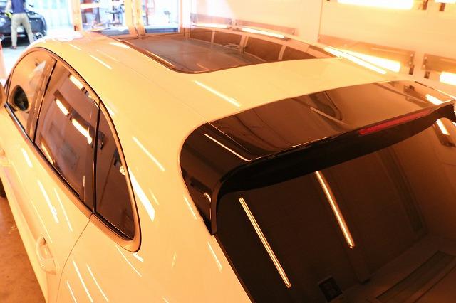 新車ポルシェマカンにセラミックコーティング施工 ルーフ乾燥画像