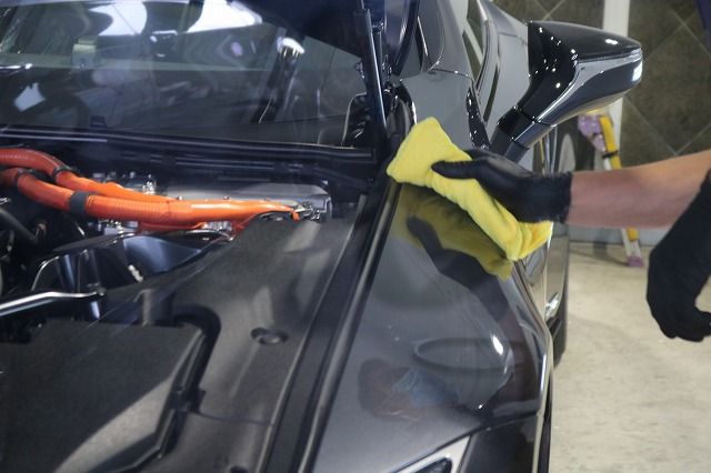 新車レクサスLC500hにファインラボヒールプラスを施工 拭き取り画像