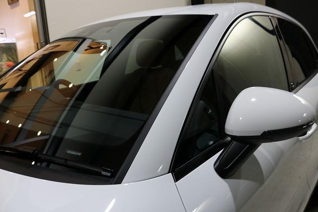 新車ポルシェマカンにセラミックコーティング施工後 フロントガラス画像