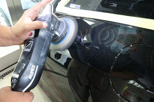 メルセデスベンツE300にセラミックコーティング 研磨画像