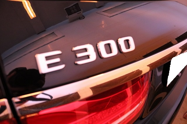 メルセデスベンツE300にセラミックコーティング 遠赤外線ブース画像