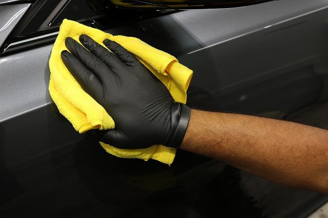 BMW3 カーコーティング セラミックプロ9Hコーティング拭き取り画像