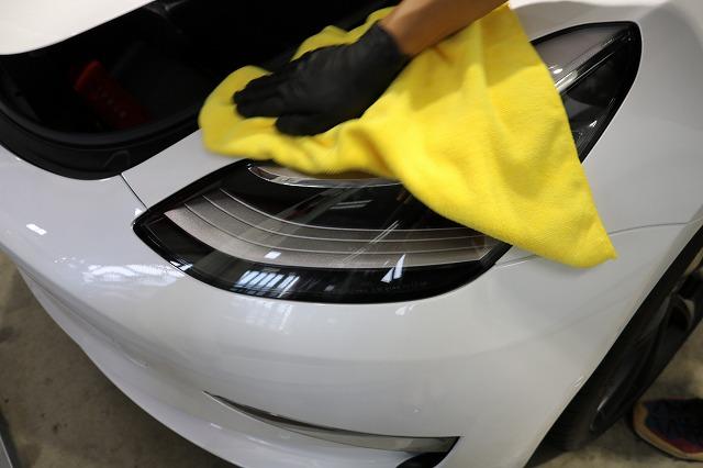 テスラモデル3へカーコーティング施工 拭き取り画像