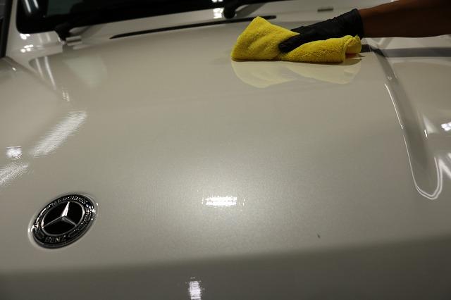 メルセデスベンツG350dファインラボヒールライト コーティング拭き取り画像