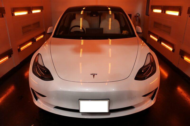 新車テスラモデル3に艶感と光沢あふれるセラミックコーティング施工♪埼玉県より