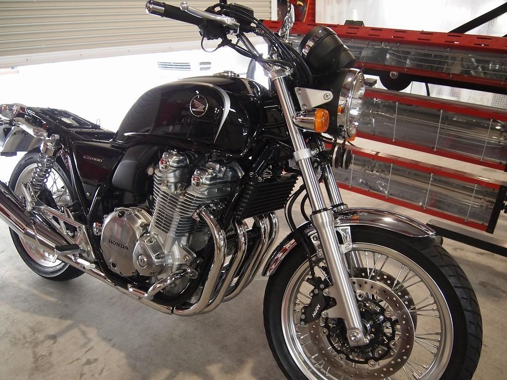 千葉県よりご来店のCB1100にバイクコーティング「CeramicPro9H×CR-1コーティング」施工をさせて頂きました。