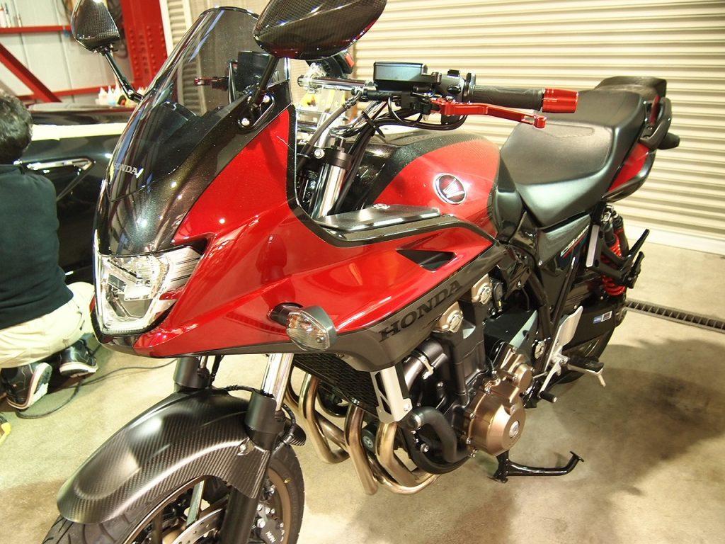 東京都からお越しのホンダCB1300SBにCR-1×セラミックバイクコーティングを施工させていただきました。