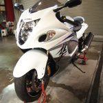 千葉県からお越しのスズキGSX1300R隼のバイクコーティングメンテナンスを行いました。