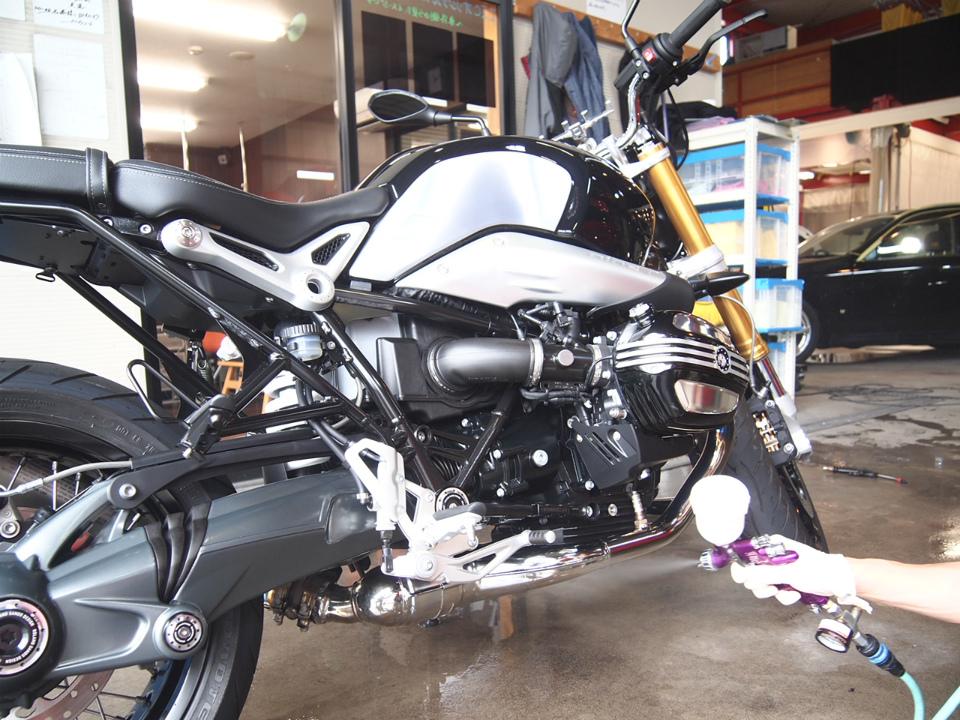 BMWにバイクコーティングを施工させていただきました。