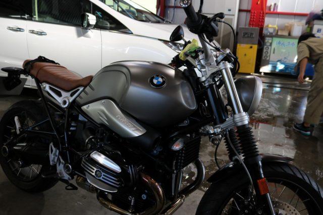 東京都大田区からお越しの新車BMW RnineTスクランブラー1200にCR-1バイクコートを施工させていただきました。