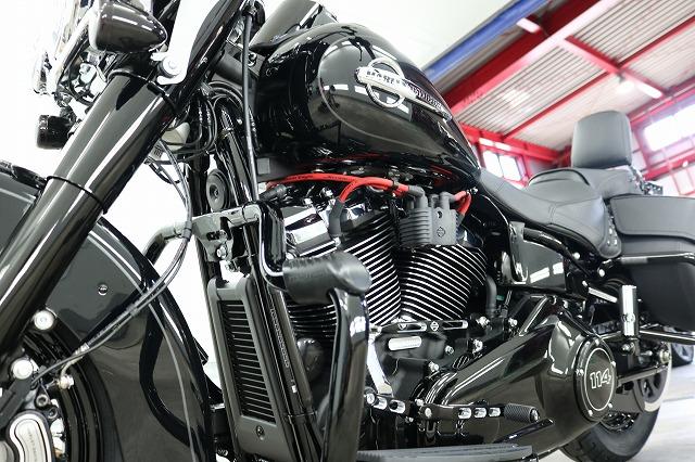 新車ハーレーヘリテイジクラシックに最強ガラスコーティングを施工!